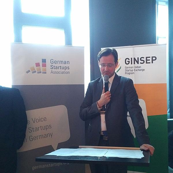 Der parlamentarische Staatssekretär, Dirk Wiese, vom BMWi begrüßt de Gäste. (Bild: Bundesverbandes Deutsche Startups e.V)