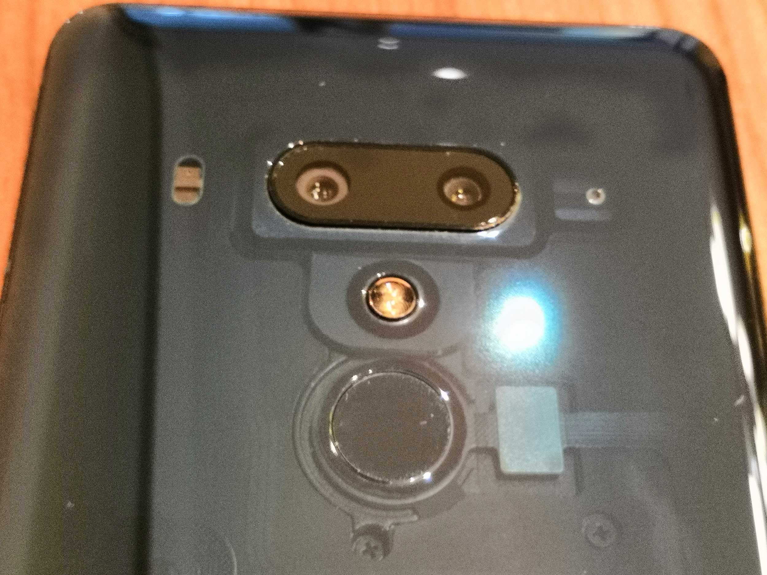 Die rückseitige Dual-Kamera des HTC 12+ löst 12 und 16 Megapixel auf und hat eine Blende von f/1.75. (Bild: moobilux.com)